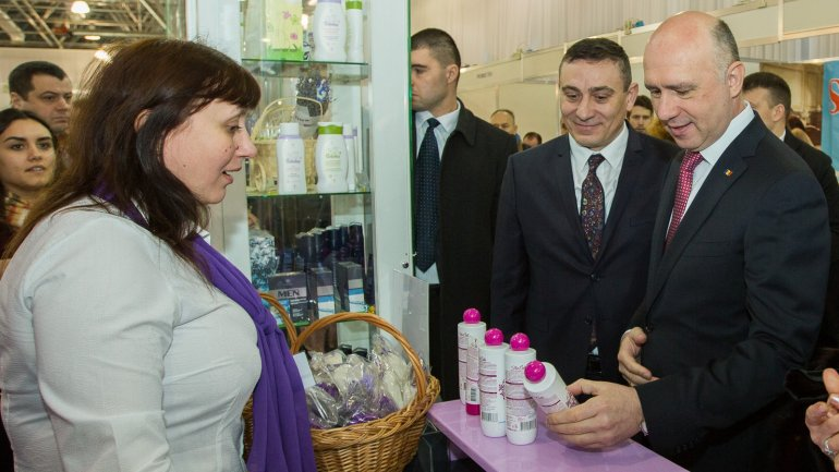 """Pavel Filip attends 16th edition of national exhibition """"Made in Moldova"""""""