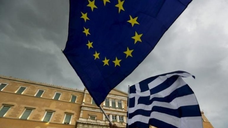 Greece starts talks with donors to strike new deal