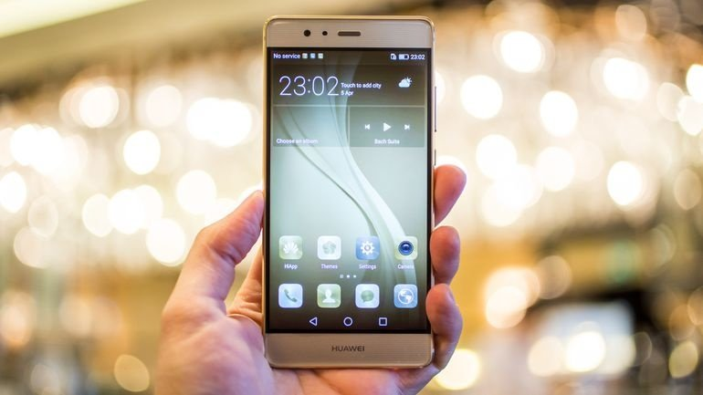 Huawei launches mass-market phone successfully competing with top rivals