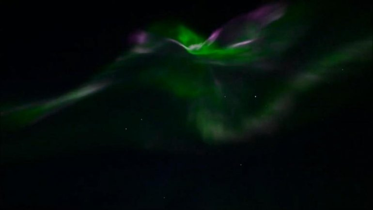 Incredible photo captures dazzling Northern Lights display over Canada