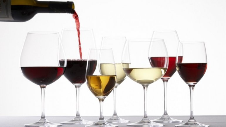 Two tons of counterfeit wine SEIZED by police in Falesti district