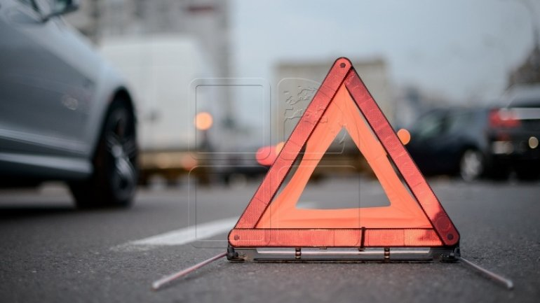 Driving policeman kills man, leaves locale