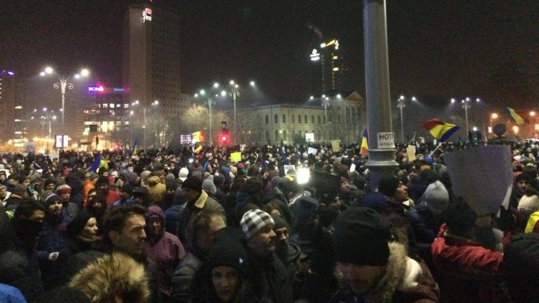 Romanian government under pressure as 500,000 protest (TIMELAPSE)