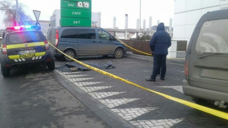 Three people shot at spare parts store near Chisinau. One man is dead