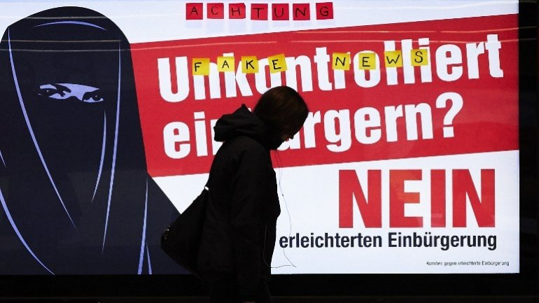 Swiss vote to ease migration rules
