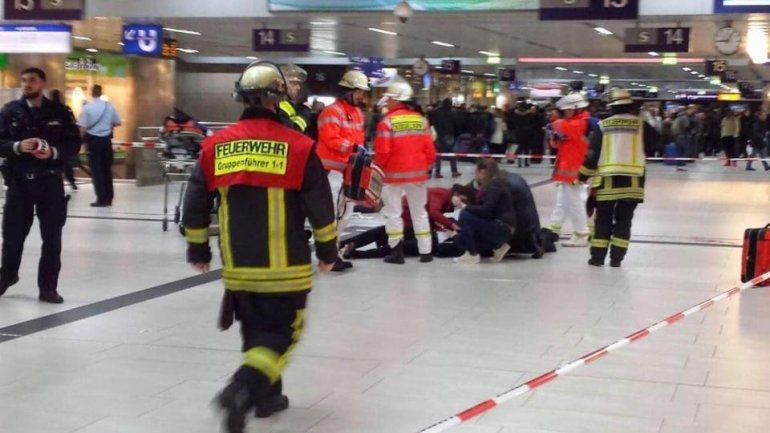 Several people INJURED in axe attack at Dusseldorf train station (VIDEO)