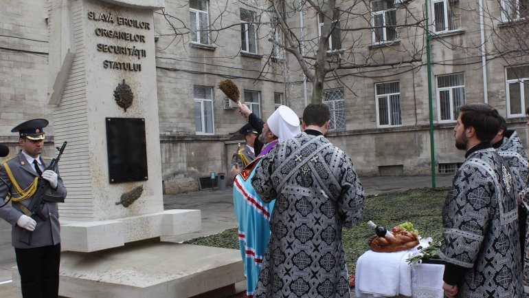 Monument honoring heroes of state security bodies fallen on Dniester war (PHOTO)