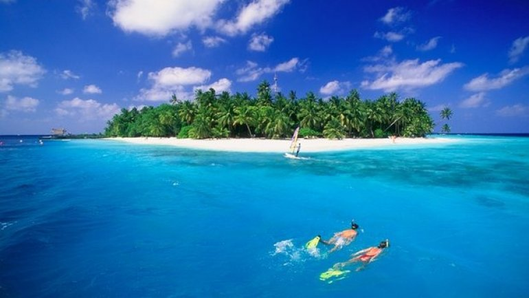 Maldives switches focus from climate threat to mass tourism