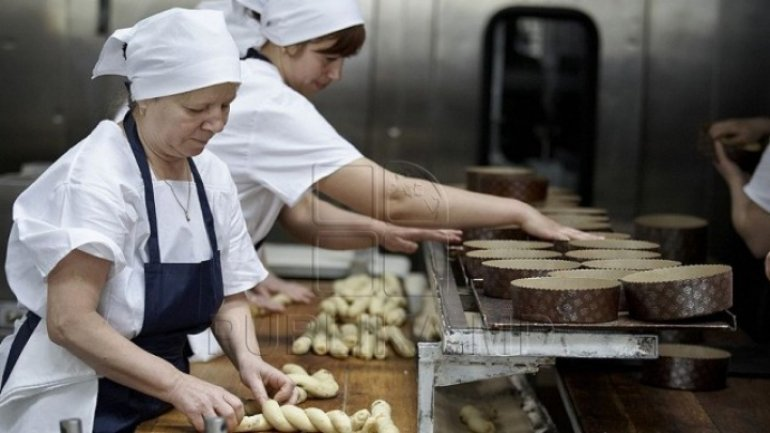 Entrepreneur at 22-year-old. Moldovan woman opens bakery in native village