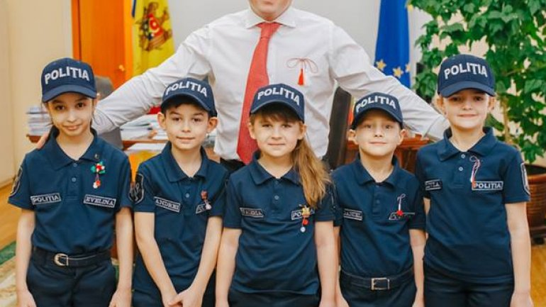 Minister of Internal Affairs Alexandru Jizdan congratulated with arrival of spring (PHOTO)