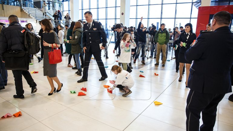 """Families without borders"". Police organizes flash-mob to convince parents to stay home (PHOTOREPORT)"