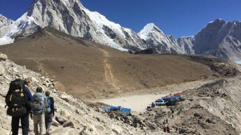 Australian man dies on return from Everest base camp
