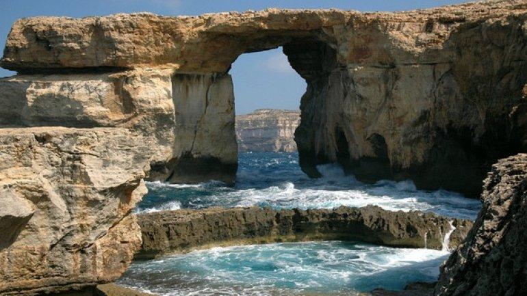 Azure Window rock formation near Malta FALLS into Mediterranean