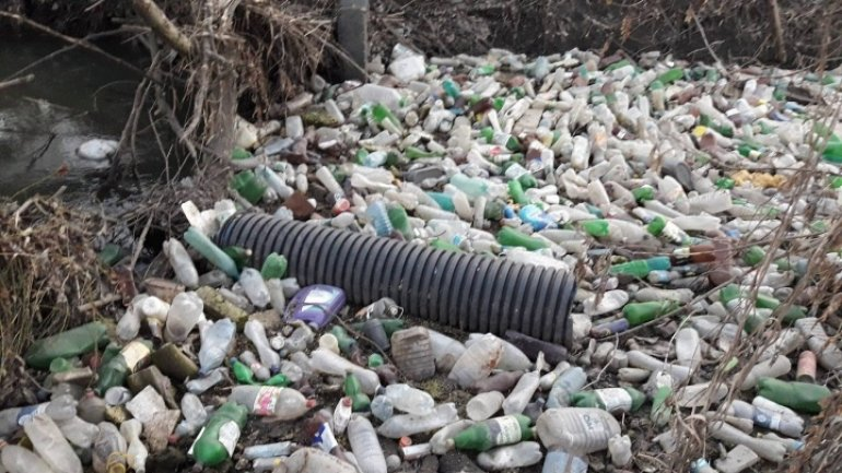 River crossing Chisinau turns into garbage dump