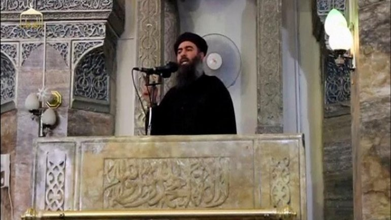 ISIS leader allegedly left Mosul and hides in desert to survive
