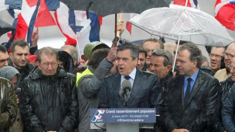 Ex-French President Sarkozy seeks meeting with Fillon and Juppe