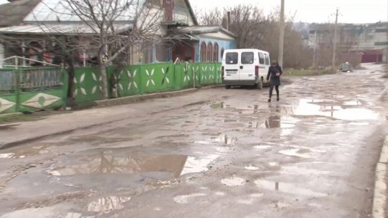 Balti roads turn into puddles after rains