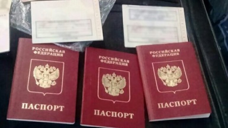 Woman DETAINED for transport of dozens of fake documents