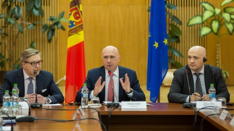 Premier Pavel Filip demands maximum responsibility in implementing investment projects