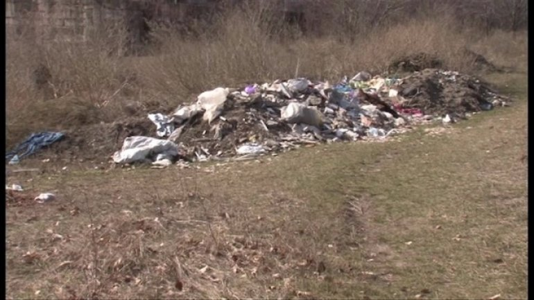 Old park from Balti, overwhelmed by garbage