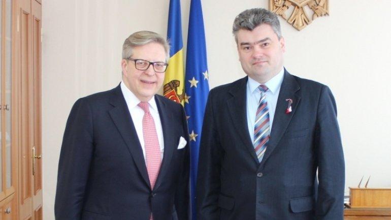 Deputy Premier Gheorghe Bălan discusses Transnistrian conflict with E.U. representative Pirkka Tapiola