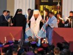 Holy fire brought from Jerusalem, greeted by hundreds of Moldovans