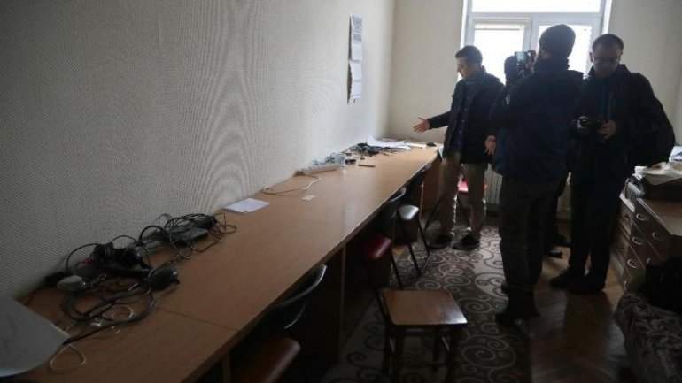 Belarus police raid offices of TV channel (VIDEO)
