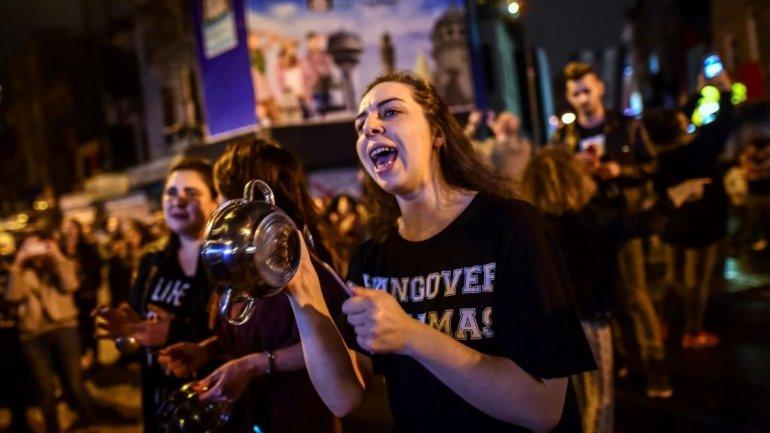 Turkey referendum: Opposition to challenge expanding Erdogan powers