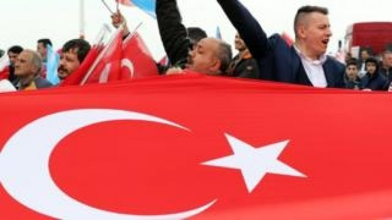 Turkey referendum: Historic vote on presidential powers under way