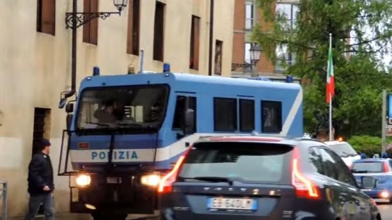 Drunk Moldovan driver crashes into school bus in Italy (VIDEO)