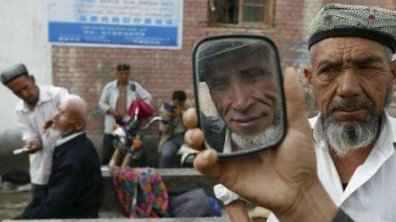 China Uighurs: Xinjiang ban on long beards and veils