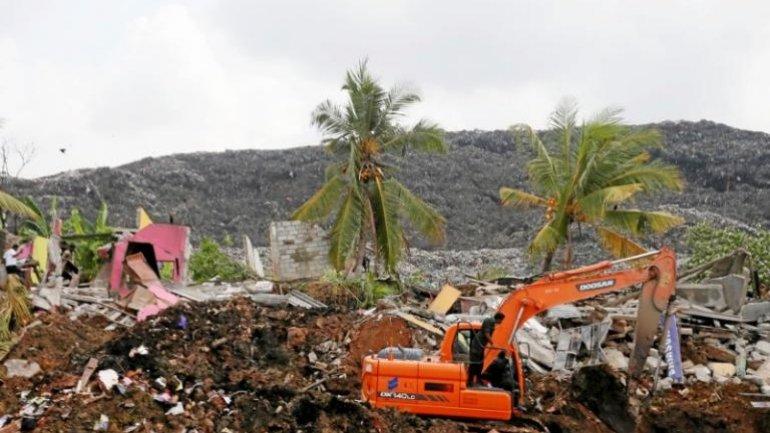 Sri Lanka rubbish dump collapse kills 16