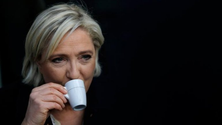 French election race tightens as rivals campaign in south