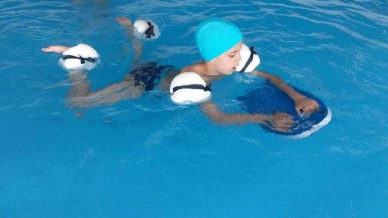 Constantin Tutu helps children with special needs. 100 children to benefit of free hydrotherapy sessions