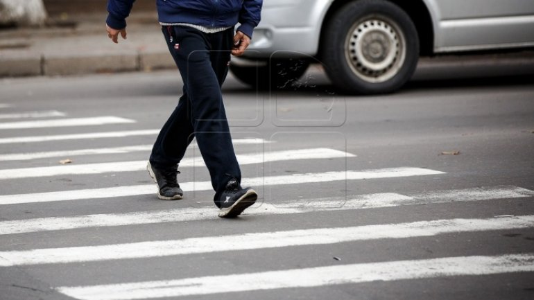 While crossing street on crosswalk woman was hit fully by car
