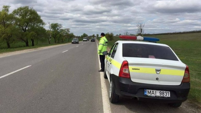 Patrol inspectors work in increased regime on national roads as townsmen come from villages to Capital