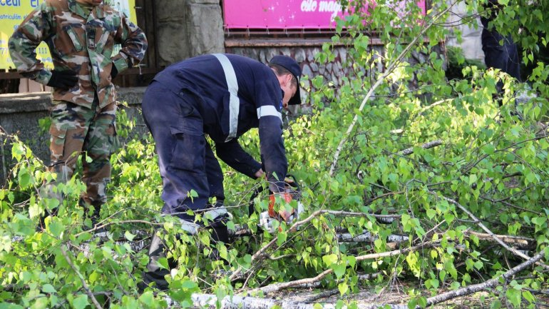 (PHOTO GALLERY) Rescuers, volunteers work hard over weekend to clean up capital city