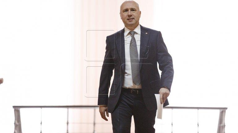 Prime Minister Pavel Filip vows to help restoring Botanical Garden