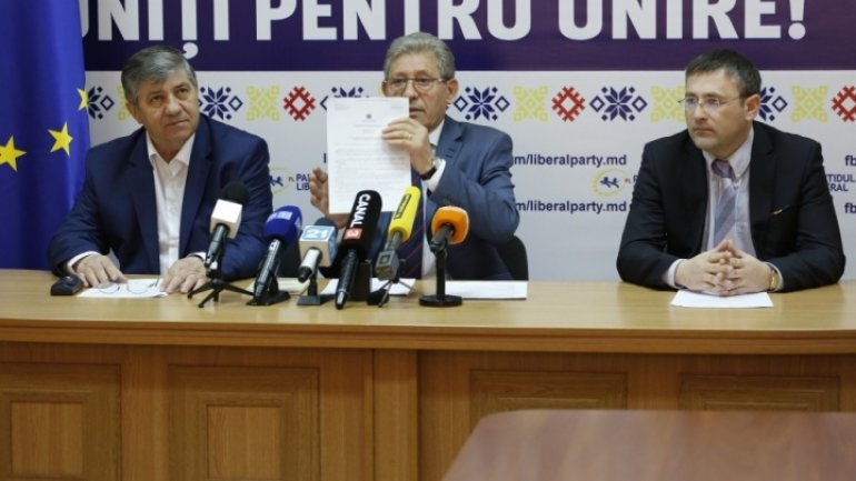 Liberals sue President's referendum decree at Constitutional Court
