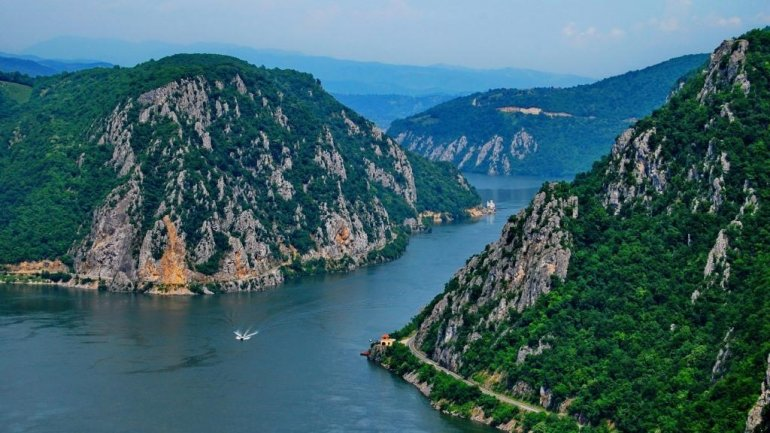 Romanian tourism firms lure Moldovans with trips to sea, mountains