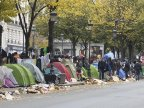 Police raid tent camps of migrants in Paris