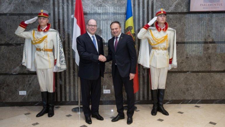 Speaker Andrian Candu showed Prince Albert of Monaco around Parliament
