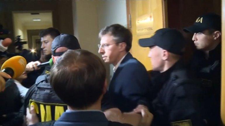 DORIN CHIRTOACA, escorted to Anti-Corruption Center