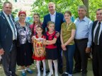 Example of a Moldovan family raising four orphan girls