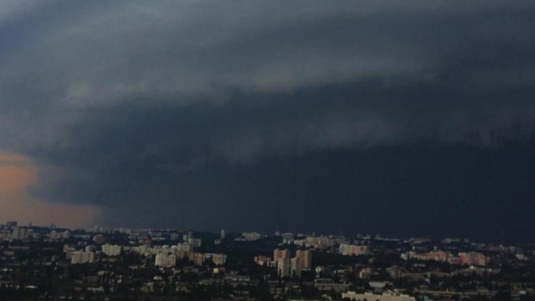 Sudden rain storm causes chaos in Chisinau (PHOTO)