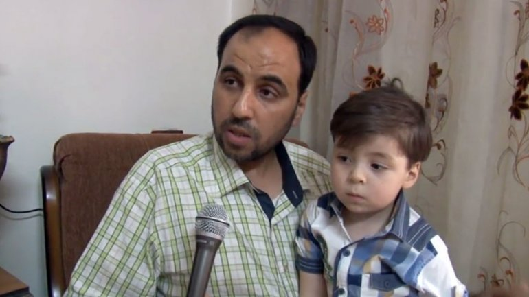 Father of blood & dust-covered Aleppo boy: They filmed him before providing first aid (VIDEO)