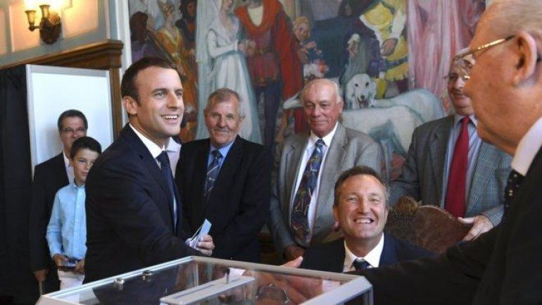 France polls: Macron's party wins clear parliamentary majority