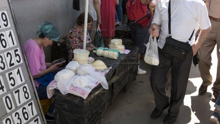 Perishables sold in plain sunshine on main bazaar of Chisinau