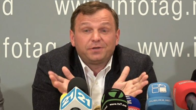 Andrei Nastase HEAVILY BOOED during meeting with Rezina town residents
