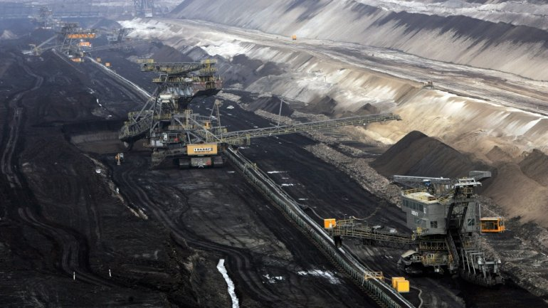 Coal less profitable than solar power, as largest company closes dozens of mines